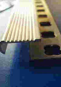 ALS 12 – s nášlapnou hranou - Hliníkové lišty schodové